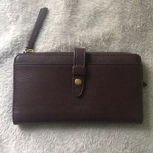 Fossil Wallet - like new!